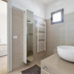 Bathroom facilities here are modern and neutrally designed