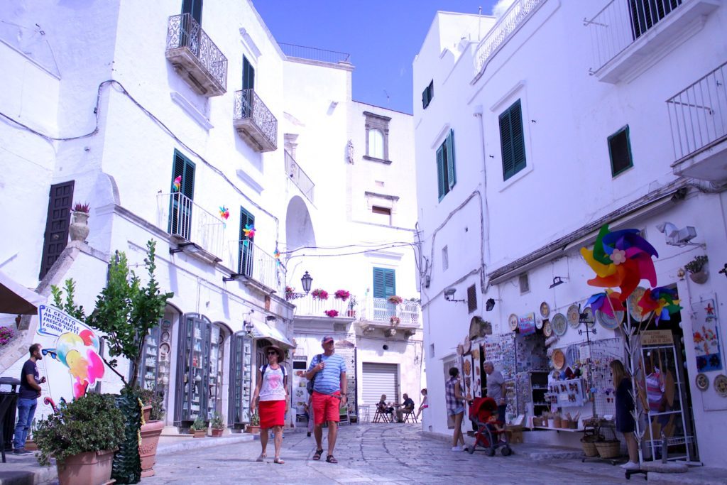 Image of a street in Ostuni: great for shopping, great restaurants and bars