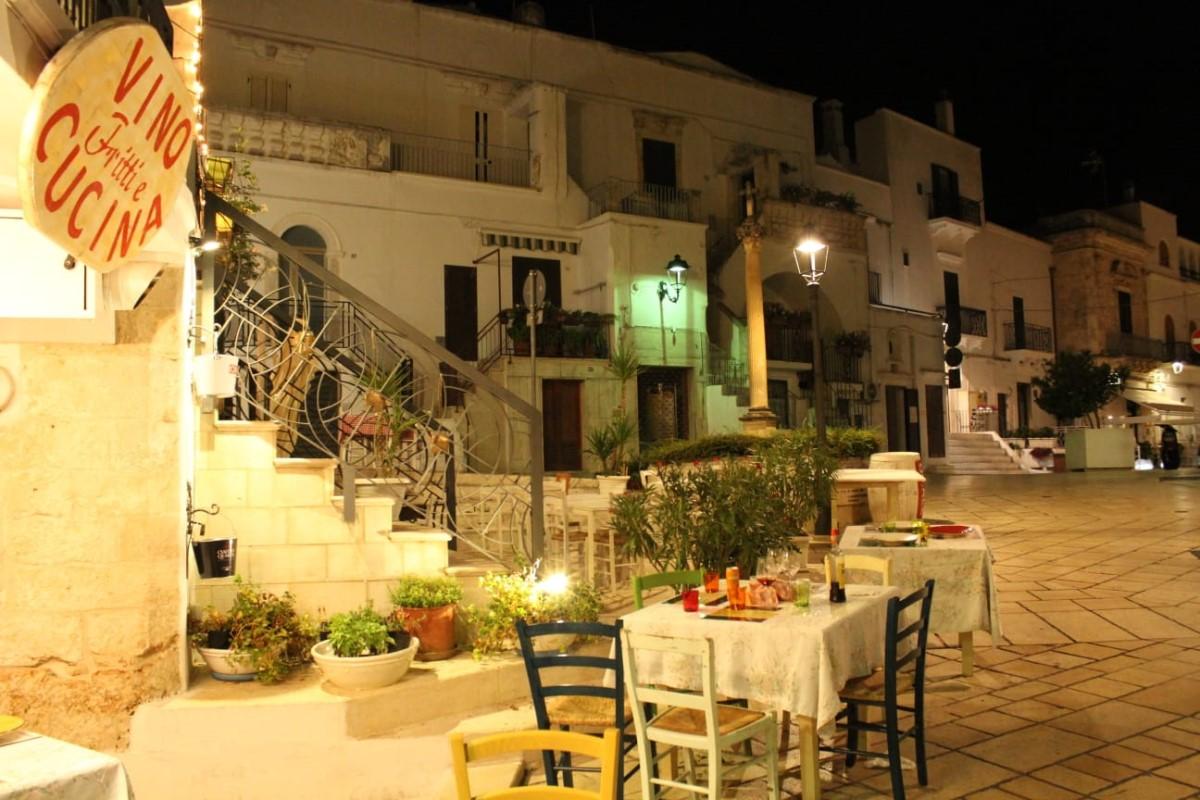 Restaurants and antipasti in Ceglie Messapica, super outside restaurant space in the centre of town, with Villa Rentals Puglia