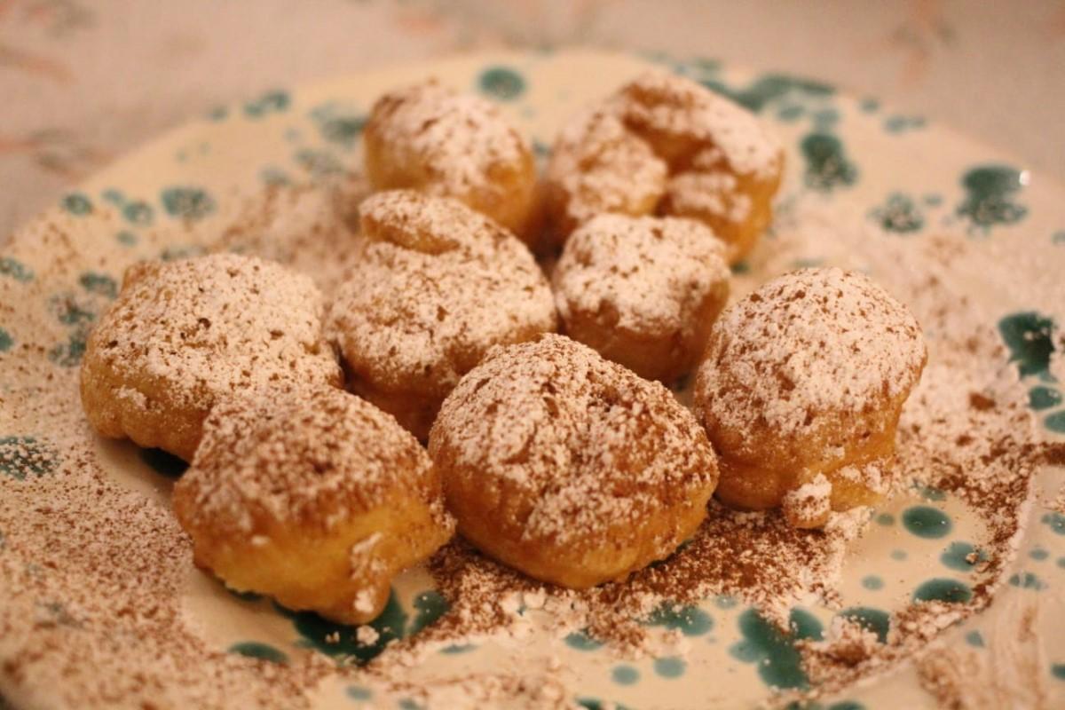 Restaurants and antipasti in Ceglie Messapica, cakes at Vino Fritti e Cucina while on holiday with Villa Rentals Puglia
